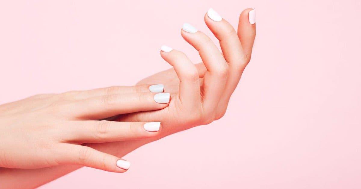 Apprenez à utiliser le bicarbonate de soude pour des ongles plus longs et plus résistants