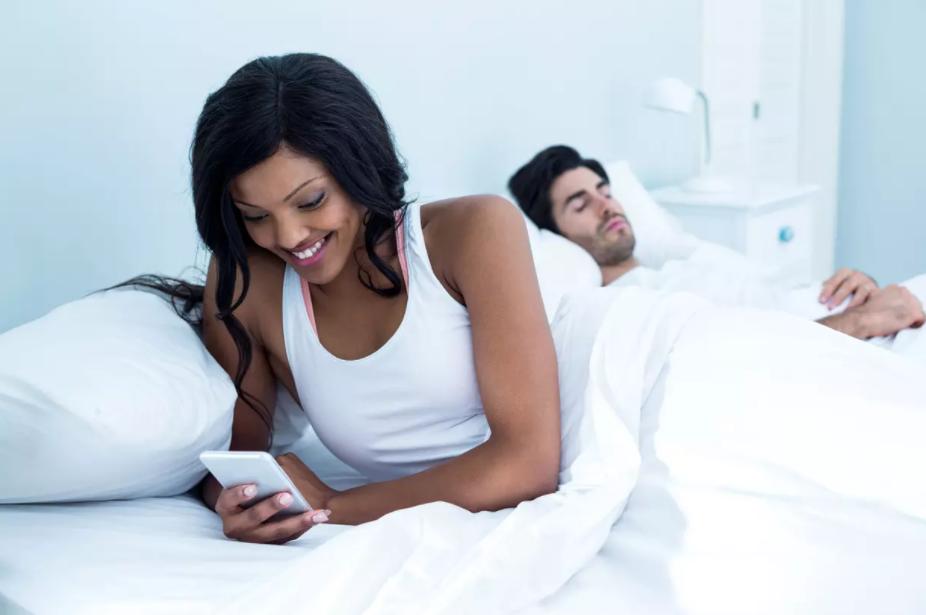 Une insatisfaction chronique quant au couple peut pousser à trompe