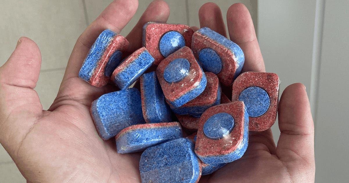 « Ma belle-mère achète ces pastilles même si elle n'a pas de lave-vaisselle : Grâce à son astuce, j'ai aussi pris 1 paquet pour toute l'année ! »