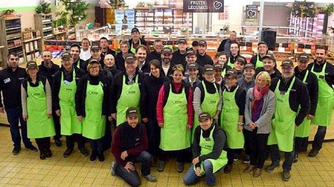 paysans achètent un supermarché