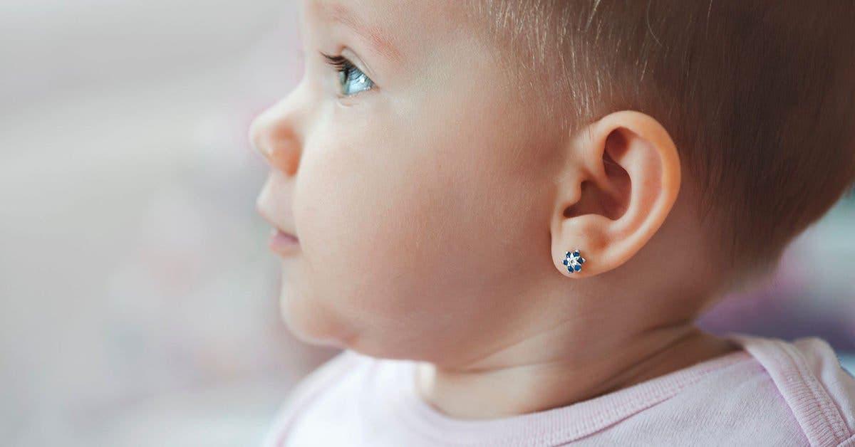 Pourquoi percer les oreilles de bébé n'est pas une bonne idée ?