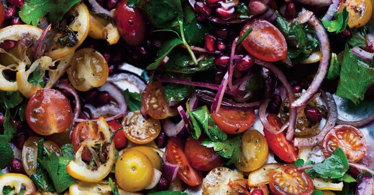 Voici une salade fraîcheur qui vous enchantera par son goût exquis et par ses ingrédients sains et hypocaloriques. Découvrez-là dans notre point culinaire.