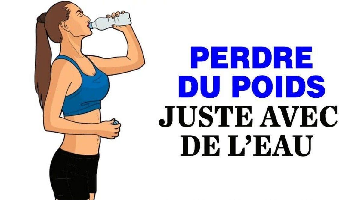 Méta-description : Si vous souhaitez maintenir une hygiène de vie saine et stimuler votre corps pour perdre les kilos en trop, l'eau est votre allié incontestable. Voici des astuces pour en bénéficier. Méta-keywords : eau, poids, résultat, hydratation, kilos, énergie, vie, corps, exercice Mot-clé : poids Pseudo : Sarah s Rubrique : Nutrition & Recettes / Minceur / Astuces minceur Traduction image principale : Comment boire de l'eau pour perdre du poids Article avec images Source de vie sur Terre, l'eau est indispensable pour combler les besoins de notre organisme au quotidien. Essentielle à l'irrigation et à l'alimentation des cellules, c'est une ressource irremplaçable, d'autant plus qu'elle compose environ 70% du corps adulte. Souvent dénigrée, elle a tendance à occuper la dernière place sur notre liste de boissons minceur. Pourtant, elle serait un facteur décisif pour stimuler la perte de poids, comme l'explique le magazine Women's Health. Éclairages. En matière de perte de poids, le besoin impérieux d'éliminer les kilos superflus se heurte souvent à une mauvaise approche du régime ou de la cure minceur. Ainsi, indépendamment d'une volonté ou d'une motivation sans faille, l'échec tend à se manifester en raison de mauvaises habitudes qui annihilent les efforts fournis au niveau alimentaire. En effet, l'alimentation ne consiste pas seulement à surveiller ce que l'on mange mais aussi ce que l'on boit au quotidien. Par conséquent, il est essentiel d'adopter les bons gestes qui vous permettront d'intégrer l'eau de manière efficace à votre diète. Mais avant cela, il faut d'abord comprendre la logique derrière ce raisonnement, à savoir : Pourquoi l'eau facilite-t-elle la perte de poids ? Elle vous donne plus d'énergie pour vos entraînements Lors de l'activité sportive, le manque d'hydratation peut s'avérer fatal pour vos résultats de perte de poids. En effet, nous sommes nombreux à oublier l'importance de boire de l'eau pendant l'effort, au risque de pousser le corps à 