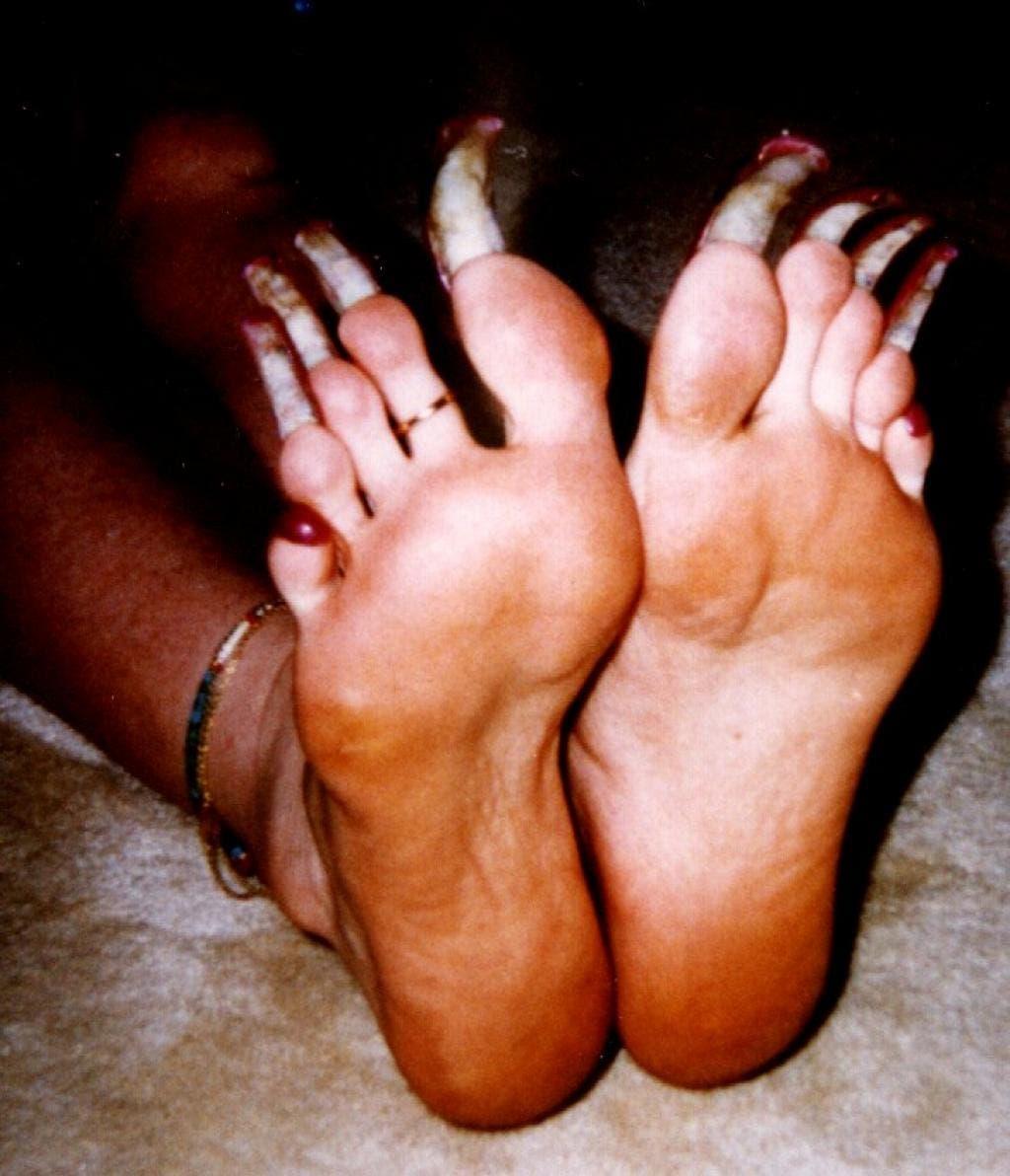 photos de femmes qui possèdent les ongles les plus étranges de la planète