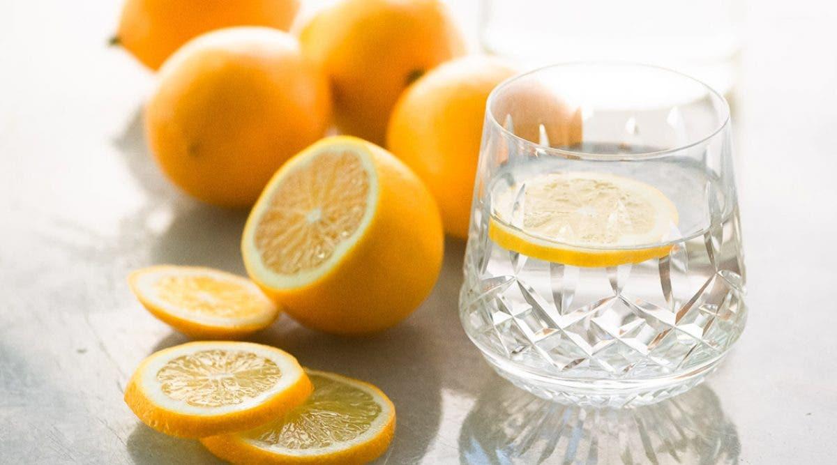pourquoi-faut-il-boire-de-leau-tiede-et-du-citron-le-matin