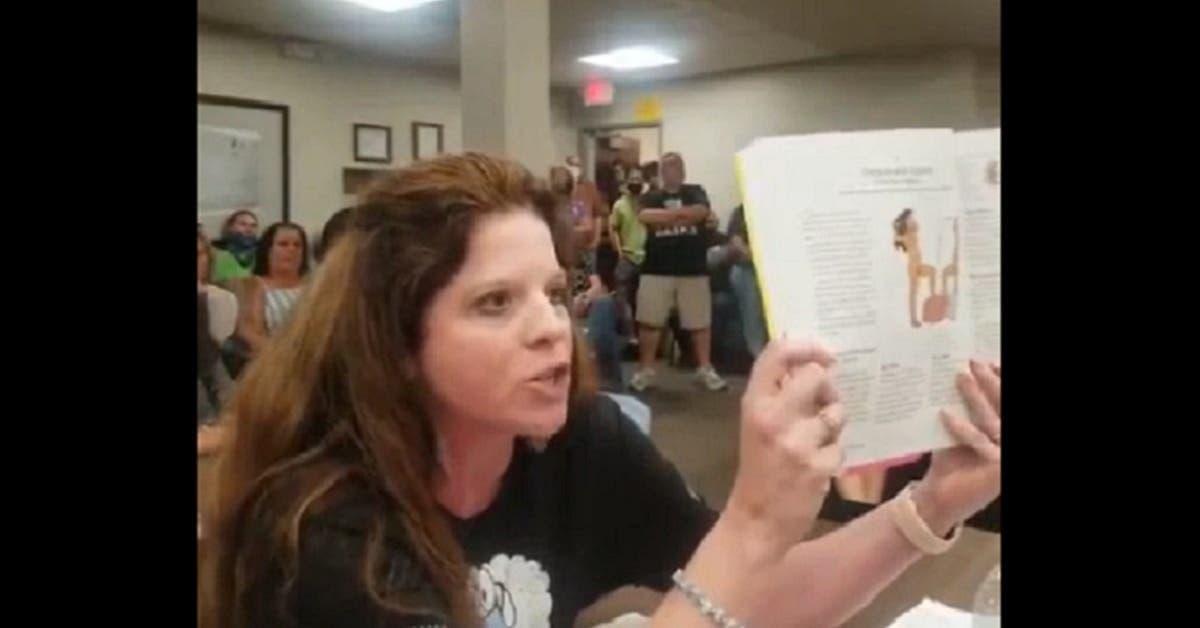 Regardez la réaction de cette maman furieuse contre l'école qui enseigne la sexualité à des enfants de 5 ans