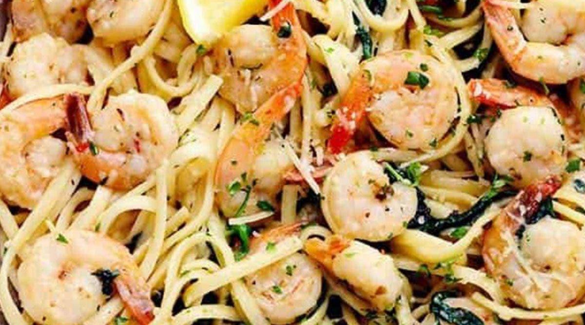 recette-de-spaghetti-aux-crevettes-a-lhuile-dolive-et-a-lail-ideale-pendant-le-confinement