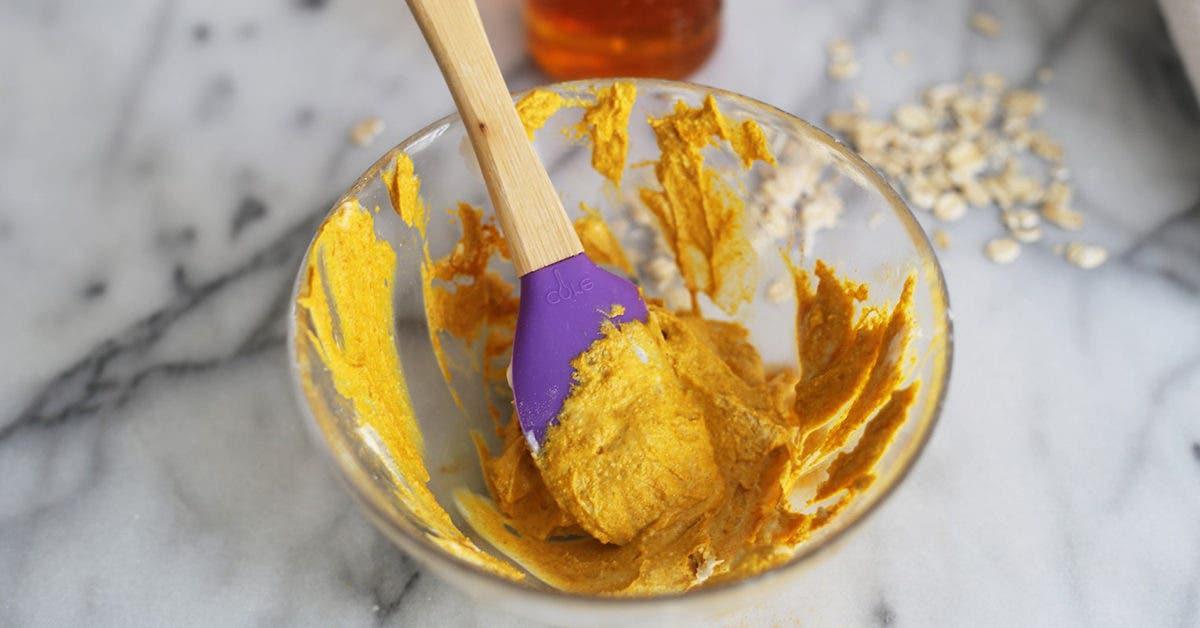 La recette du fameux masque au curcuma pour une peau éclatante