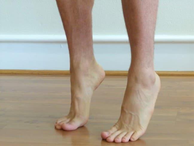 se mettre debout sur les orteils