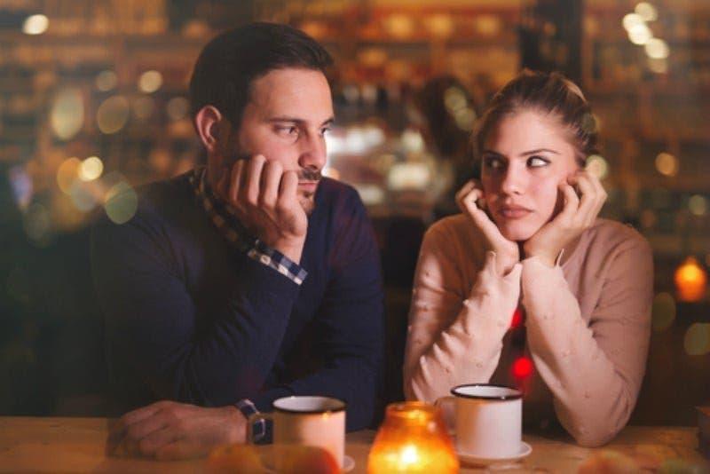signes que votre partenaire veut vous tromper avec votre meilleure amie
