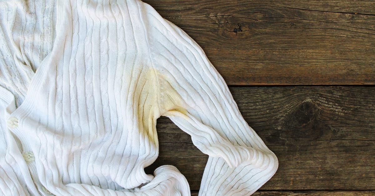 Des astuces pour enlever les taches jaunes sur les vêtements blancs sans utiliser d'eau de Javel