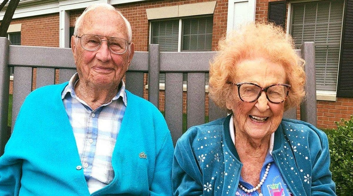 L'amour n'a pas d'âge : un couple de 100 et 102 ans tombe amoureux dans une maison de retraite et se marie