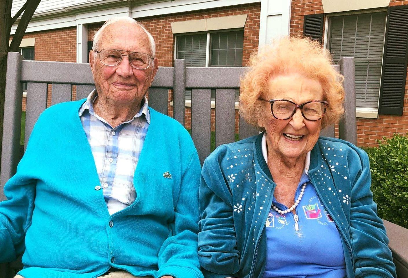 un couple de 100 et 102 ans tombe amoureux
