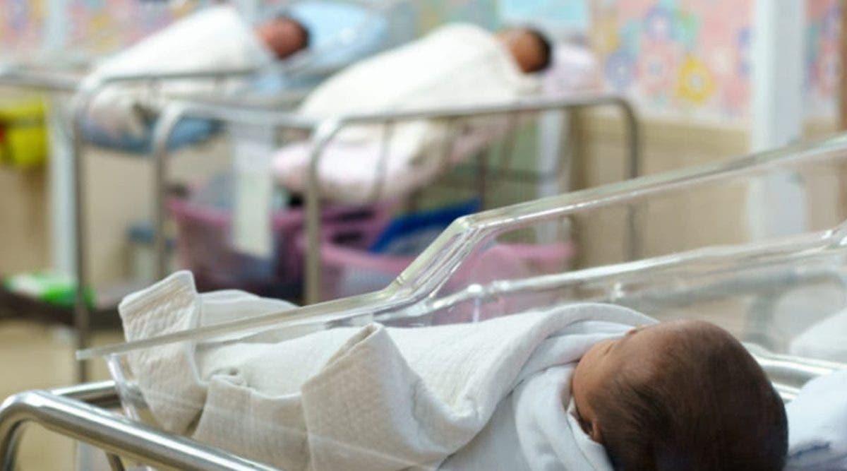 un-couple-met-en-adoption-un-bebe-apres-setre-rendu-compte-quil-ne-leur-ressemble-pas