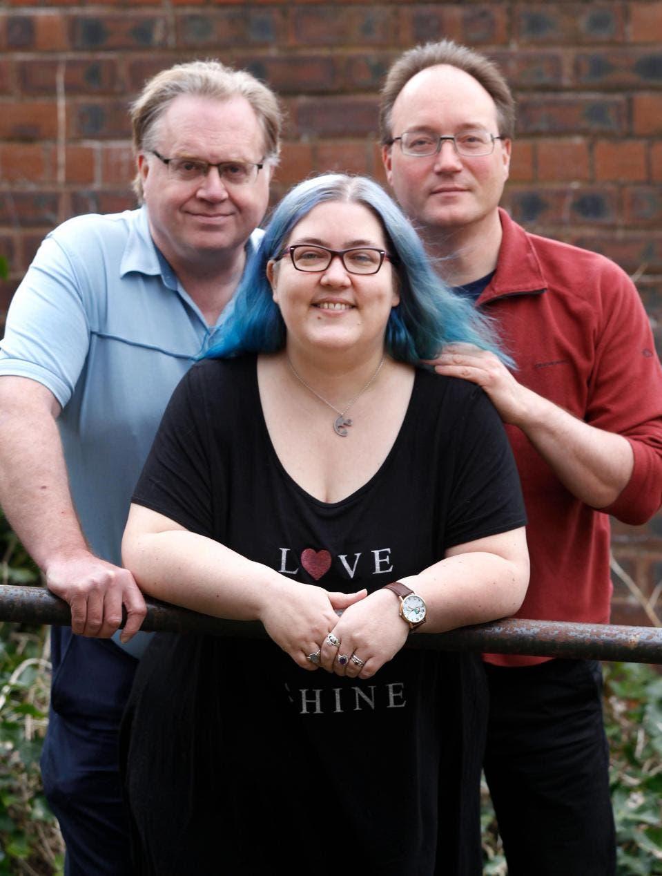 Cette femme a un mari, un fiancé et deux petits amis qui vivent tous heureux ensemble