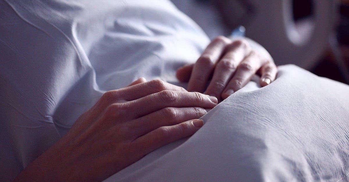 un-foetus-de-18-semaines-reste-vivant-10-heures-dans-les-bras-de-sa-mere