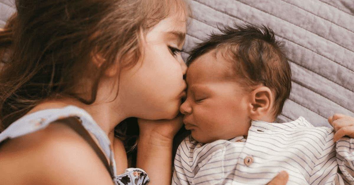 un-frere-et-sa-soeur-survivent-3-jours-alors-que-leurs-parents-sont-morts-dans-leur-lit