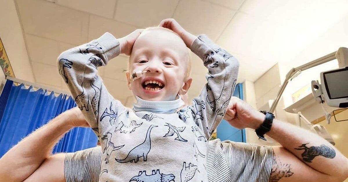 un-garcon-de-4-ans-atteint-dun-cancer-combat-le-coronavirus-malgre-une-chimiotherapie-extenuante
