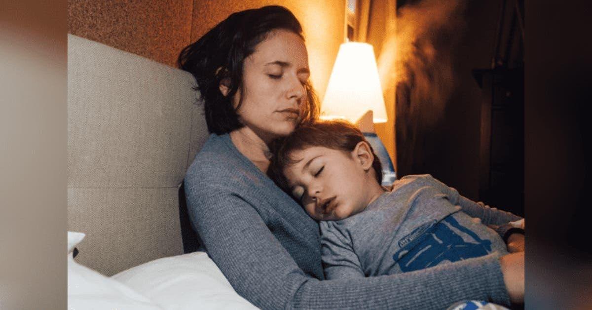 un-garcon-de-8-ans-dort-aux-cotes-de-sa-maman-enceinte-sans-savoir-quelle-est-morte