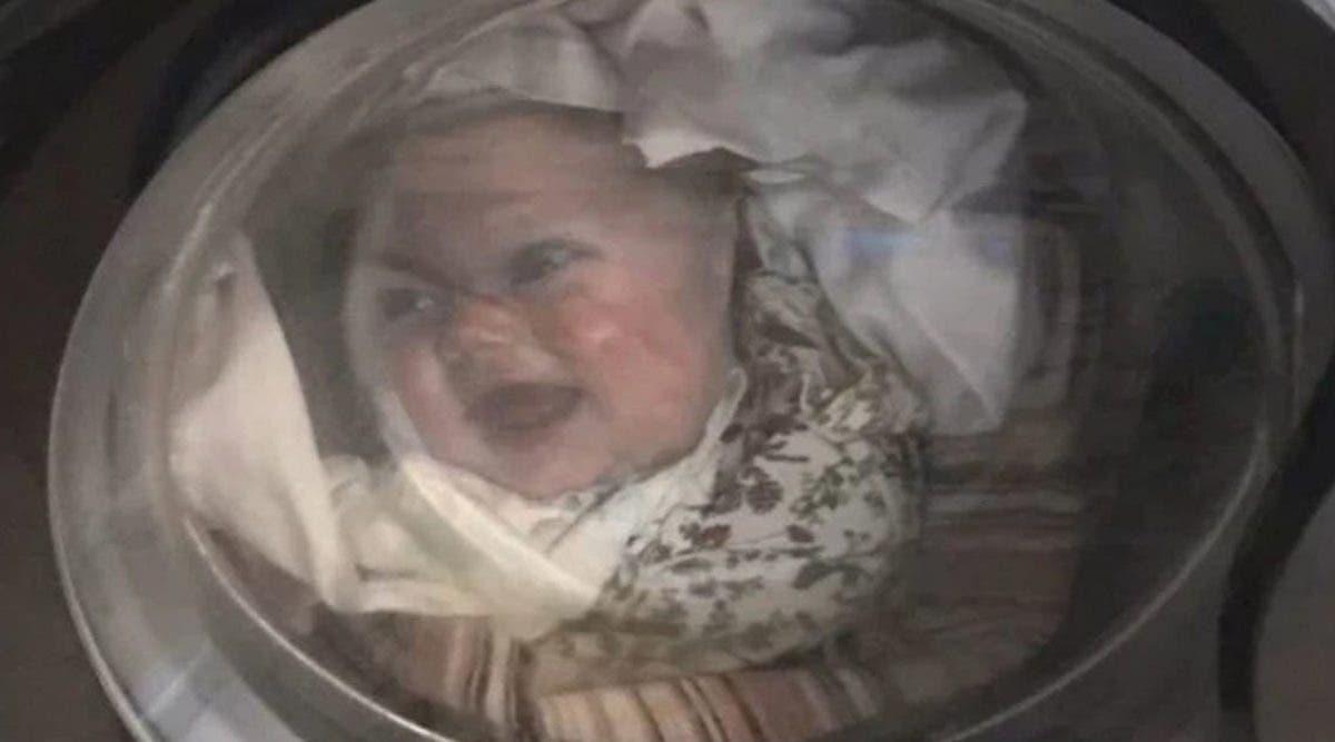 un-papa-a-la-peur-de-sa-vie-quand-il-voit-la-tete-de-son-bebe-dans-le-lave-linge