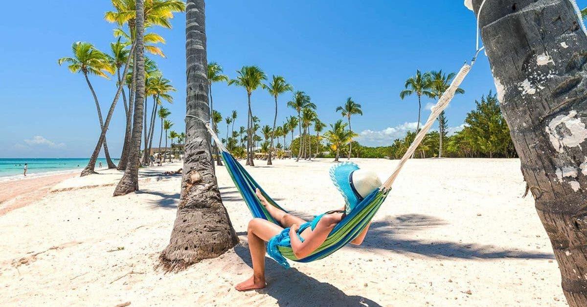 un patron offre 1800 euros a ses employes pour aller en vacances et leur productivite est plus haute que jamais 1