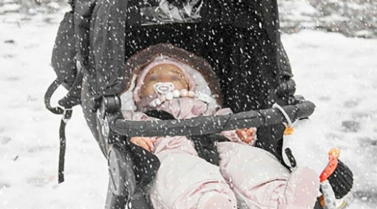 Un petit bébé meurt congelé à cause de sa mère