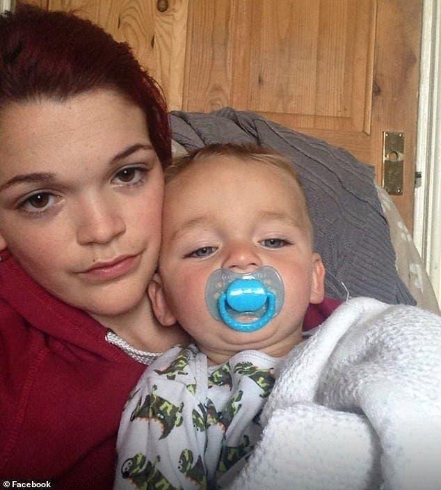 Un petit garçon tué par le petit ami de sa mère