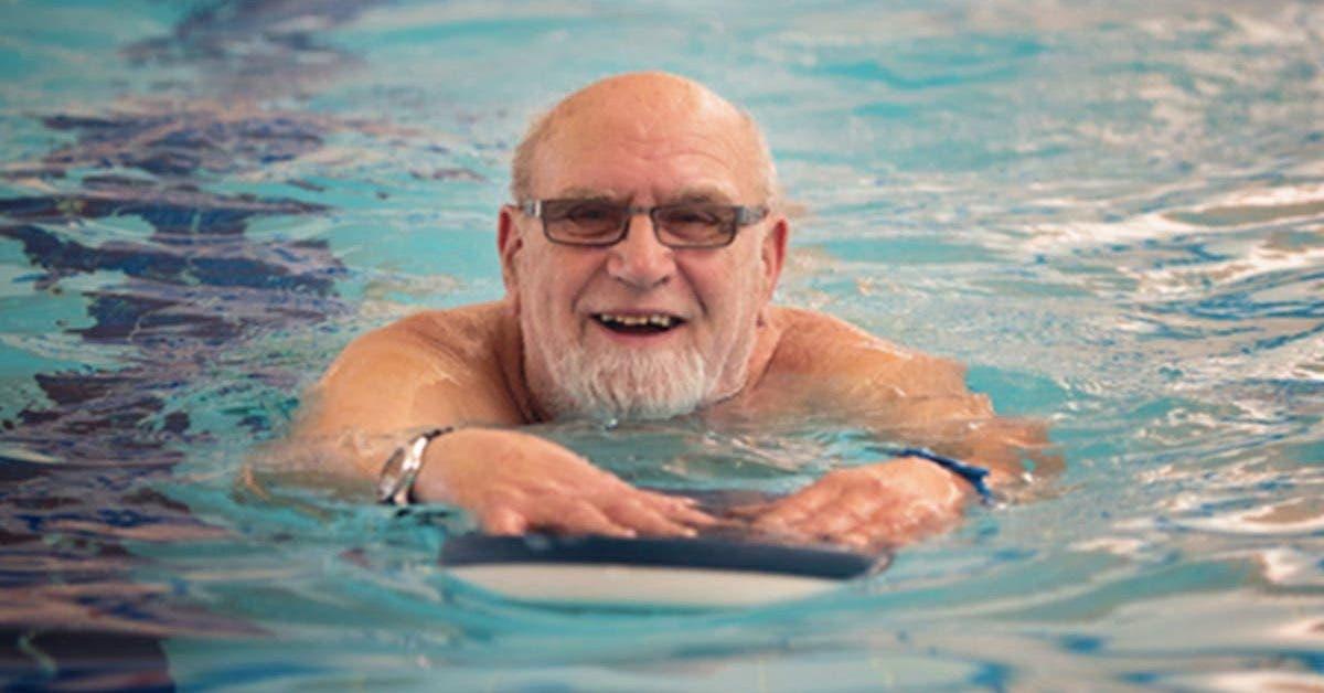 un-retraite-decide-de-passer-le-reste-de-sa-vie-a-lhotel-car-cest-moins-cher-que-la-maison-de-retraite