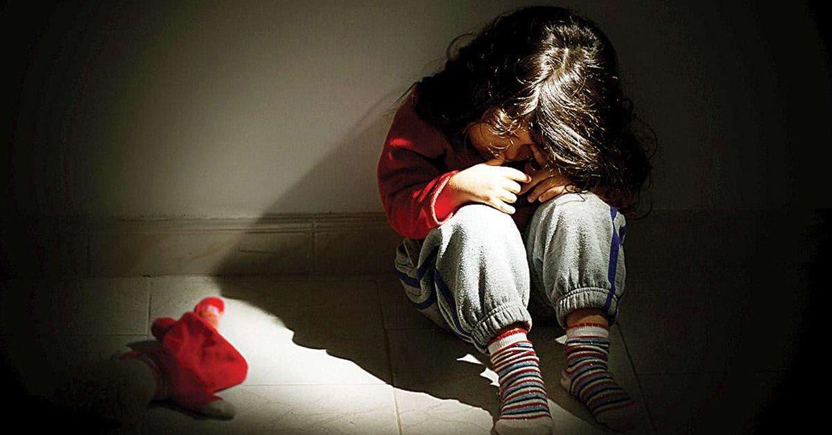 un-trio-de-femmes-sans-coeur-a-emmene-des-enfants-a-la-maison-et-laisse-des-pedophiles-les-violer-pour-de-largent
