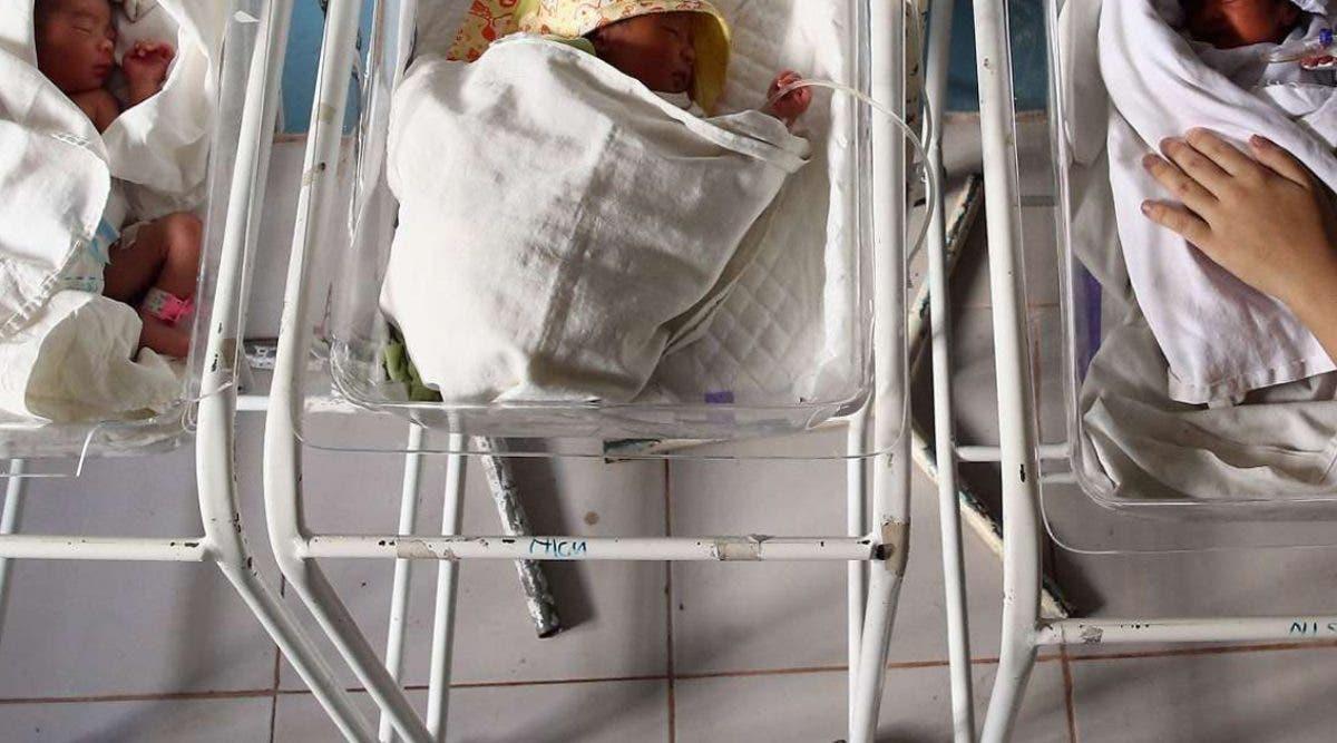 une-adolescente-met-au-monde-un-bebe-en-cachette-et-le-met-dans-un-congelateur-pour-mourir
