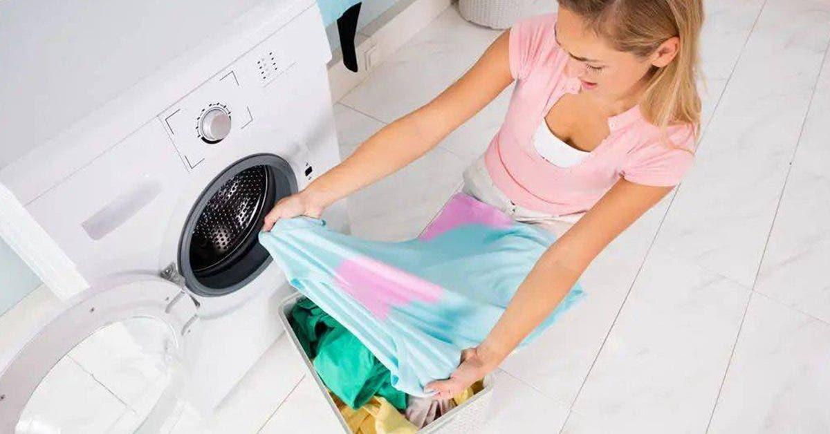 une-astuce-efficace-pour-recuperer-une-tache-si-un-vetement-de-couleur-a-deteint-dans-la-machine-a-laver