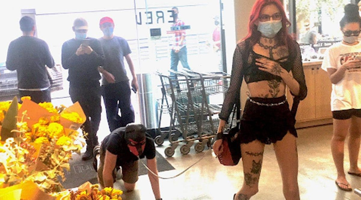 une-femme-dominatrice-fait-le-buzz-apres-quelle-ait-promene-un-homme-en-laisse-dans-un-supermarche