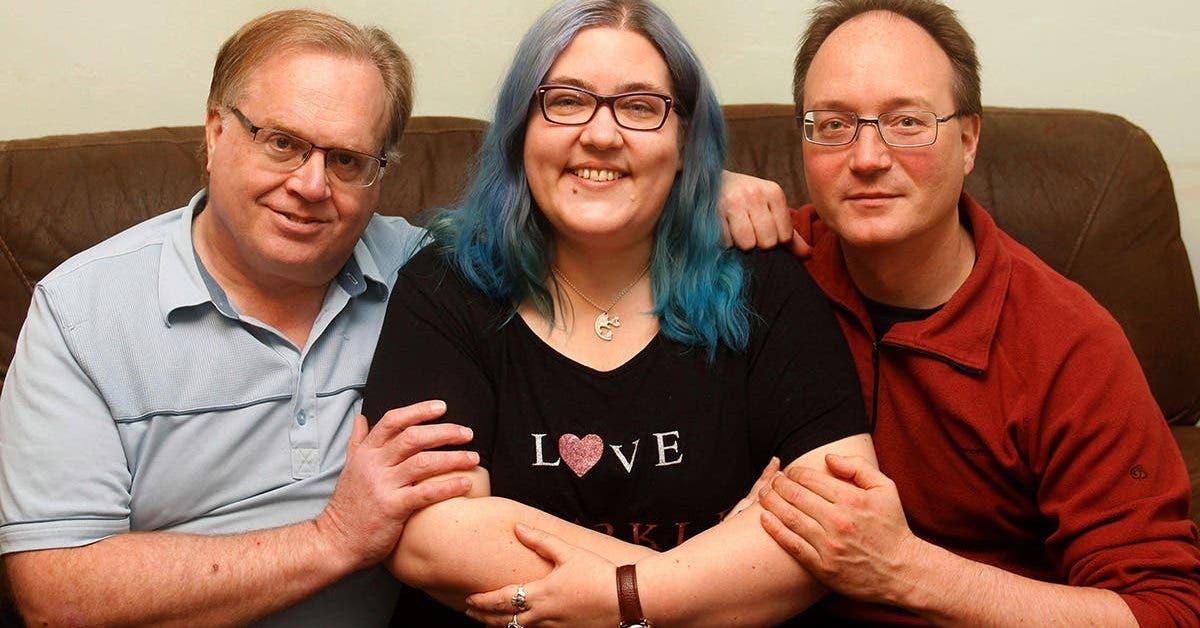 une-femme-poly-amoureuse-a-un-mari-un-fiance-et-deux-petits-amis-et-ils-sont-tous-heureux-ensemble