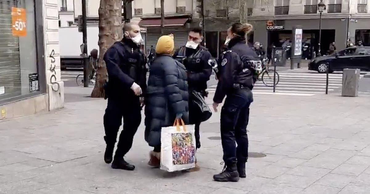 une-femme-refuse-dobeir-aux-policiers-qui-lui-demandent-de-respecter-le-confinement-et-leur-tousse-dessus-en-disant-jai-le-virus-vous-laurez-aussi