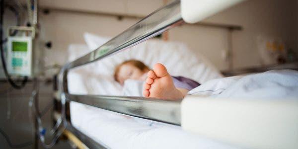 une-fillette-de-2-ans-a-peine-vomit-du-sang-devient-bleue-et-meurt-a-lhopital