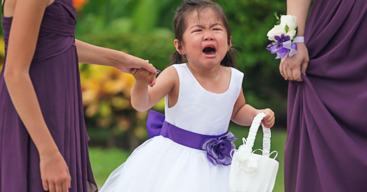 Une future mariée refuse que la fille de trois ans de son fiancé assiste à leur mariage