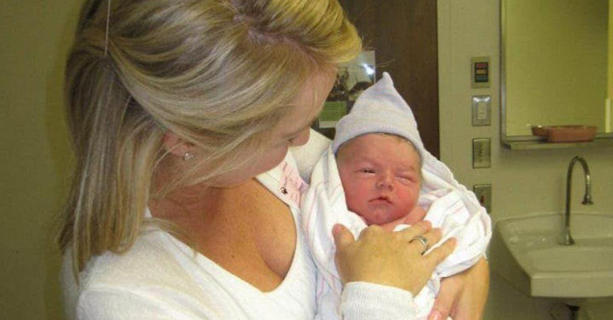 une-maman-adopte-un-bebe-et-remarque-des-similitudes-frappantes-avec-son-fils