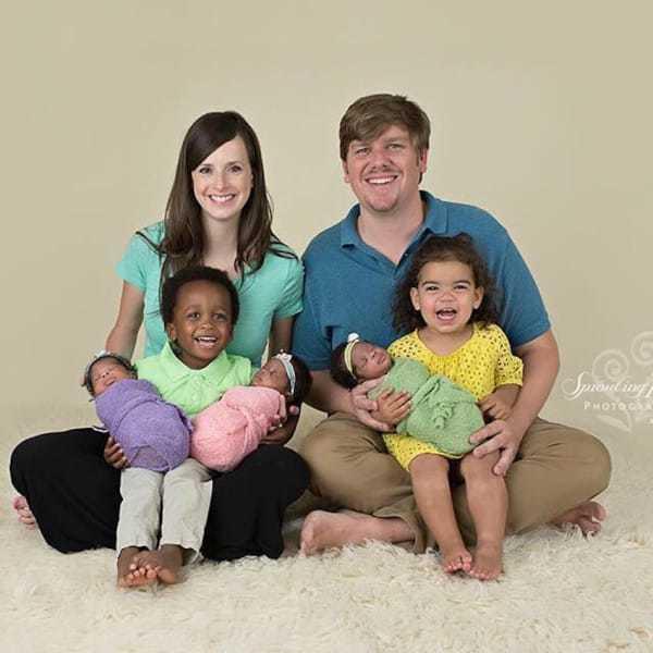 Une maman donne naissance à 3 bébés noirs
