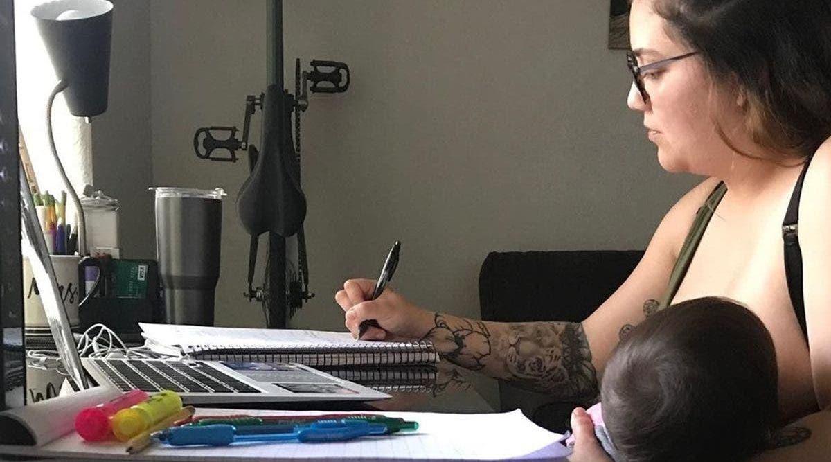 une-maman-qui-allaite-est-humiliee-devant-toute-la-classe-par-son-professeur