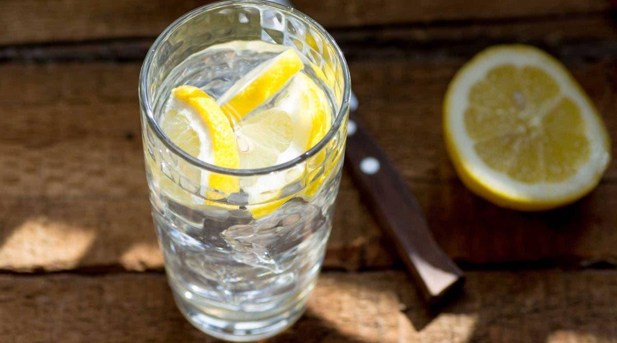 Boire de l'eau au citron est-ce vraiment bon pour la santé