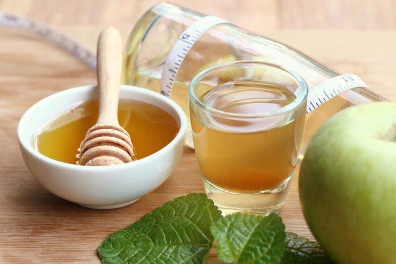 vinagre de maçã pela manhã com o estômago vazio