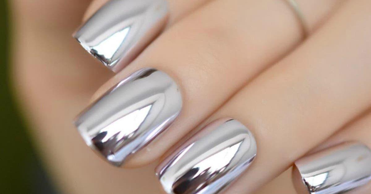 voici-comment-realiser-un-effet-miroir-sur-vos-ongles