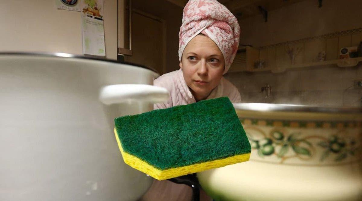 voici-pourquoi-il-faut-couper-un-coin-de-votre-eponge-a-vaisselle