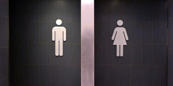 voici-pourquoi-la-file-dattente-des-toilettes-pour-femmes-est-plus-longue-que-celle-des-hommes