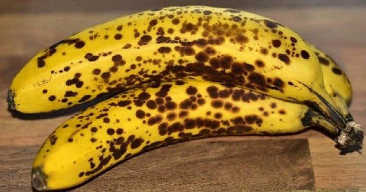 voici pourquoi vous devriez manger 2 bananes couvertes de taches noires chaque jour les resultats vont vous etonner 1