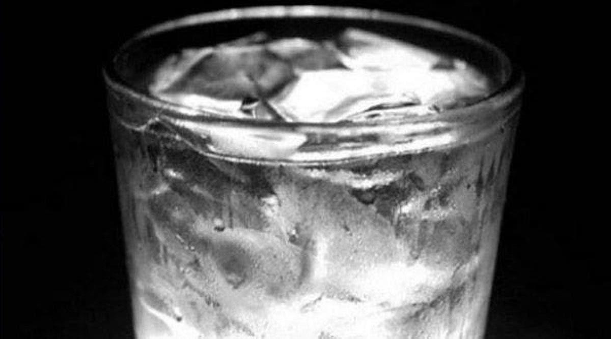 Voici pourquoi il faut arrêter de boire de l'eau glacée